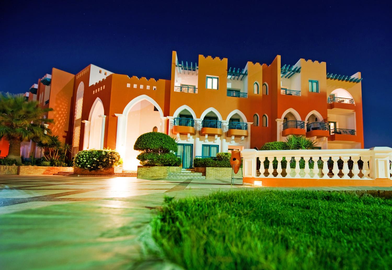 Arabský hotel v noci